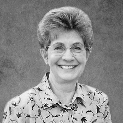 Gloria Kalil, 84