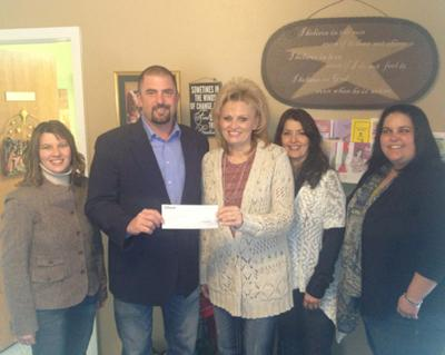 Kiewit gives gift to crisis center | Local News Stories