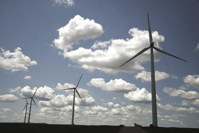 As wind farms age, owners look to 'repower' them with new blades