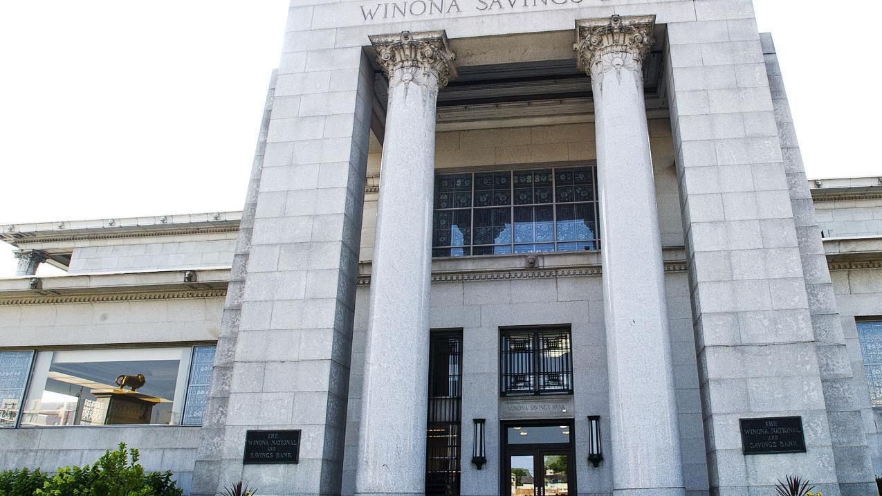 Winona National Bank Employees Give To Hiawatha Valley Mental Health