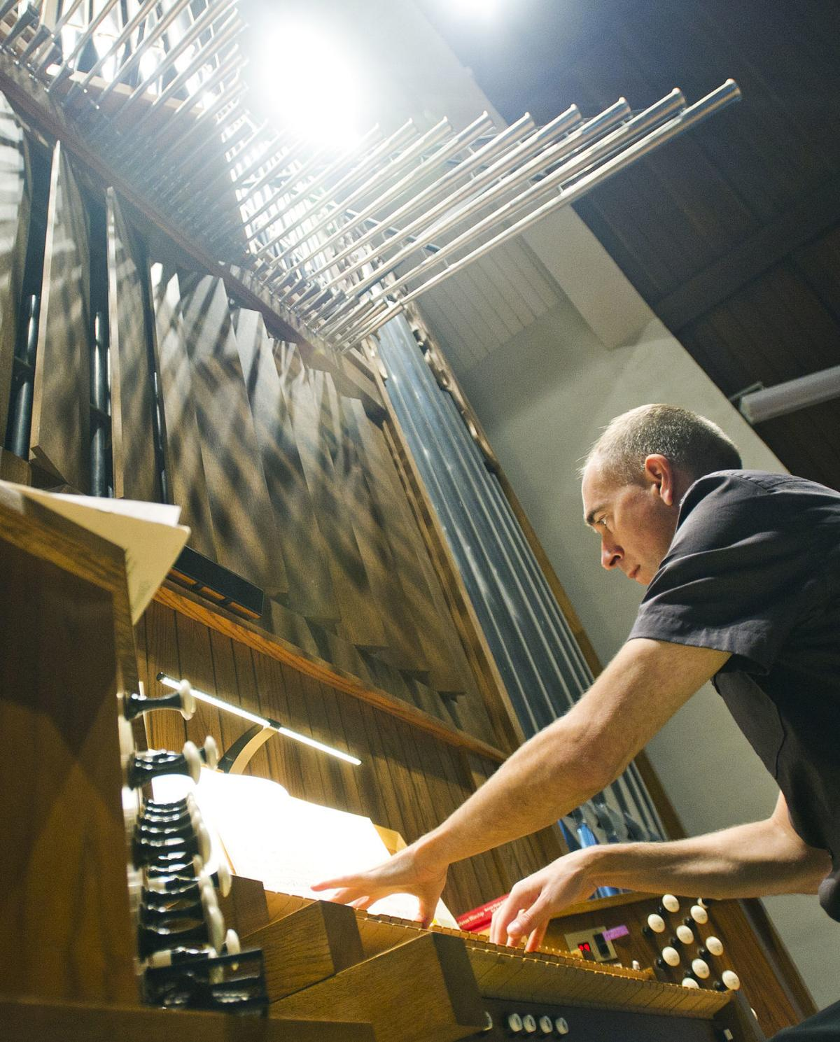 Erik Floan plays the organ