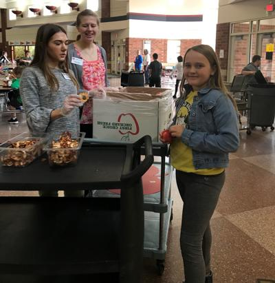 Students take part in Great Lakes Apple Crunch