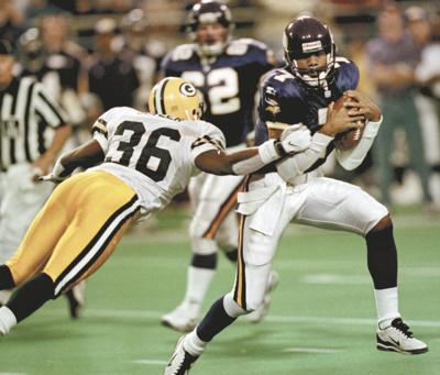 newest collection 17105 1f71a Former Vikings QB Randall Cunningham bringing comfort to Las ...