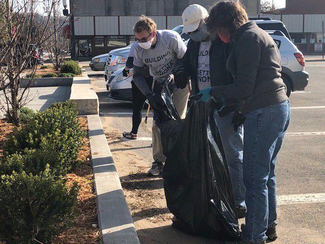 WSU and SMU alumni clean up downtown Winona