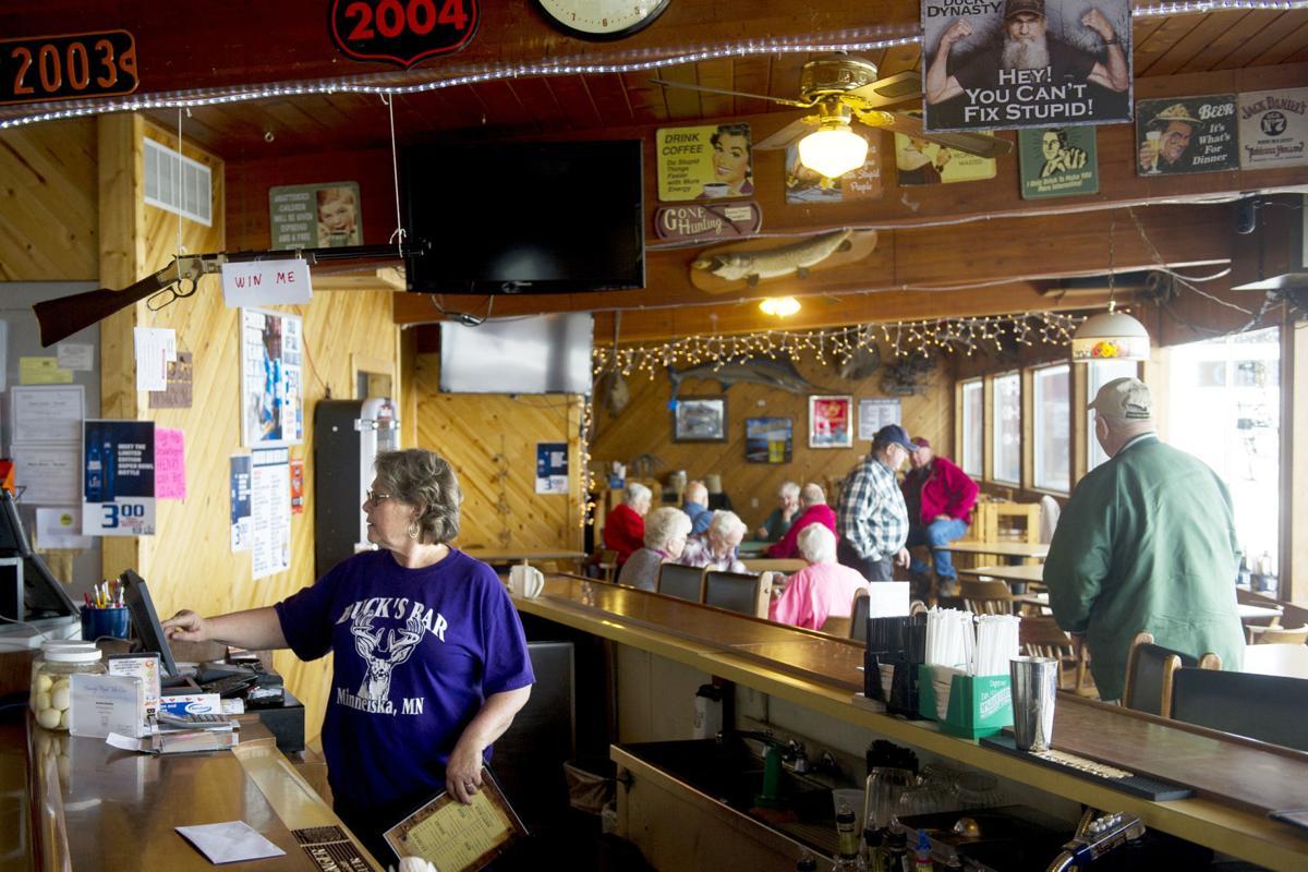 Buck's Bar 02