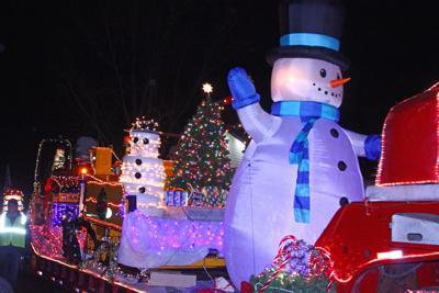 113016-star-news-holiday-parades-2