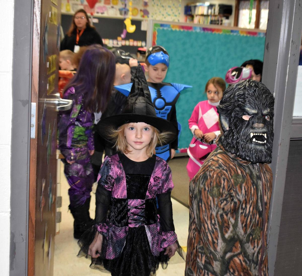 Halloween parade at Woodridge