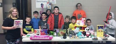 4-H Club donates toys to H.E.L.P