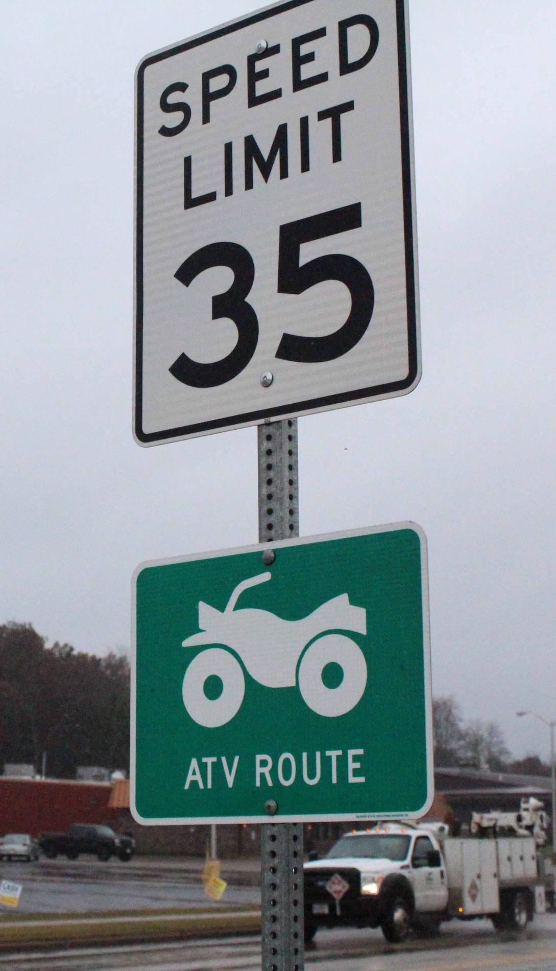 35 mile per hour sign on Viking Drive