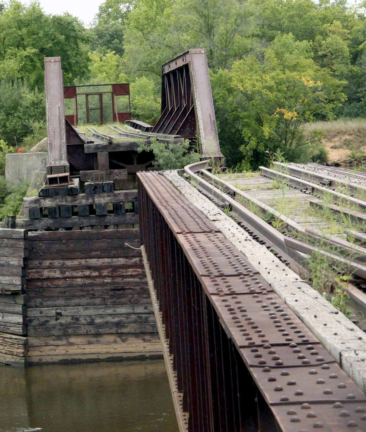 Rail bridge in Sauk City