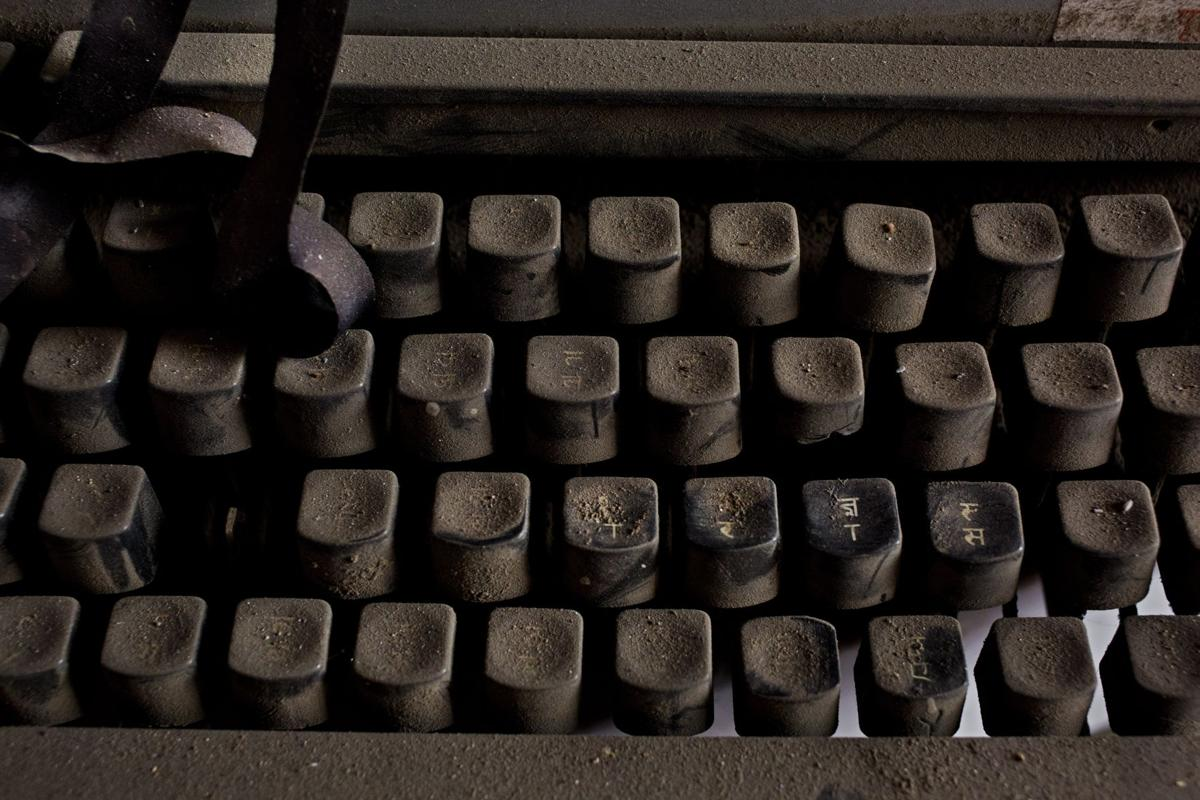 India Fading Typewriter