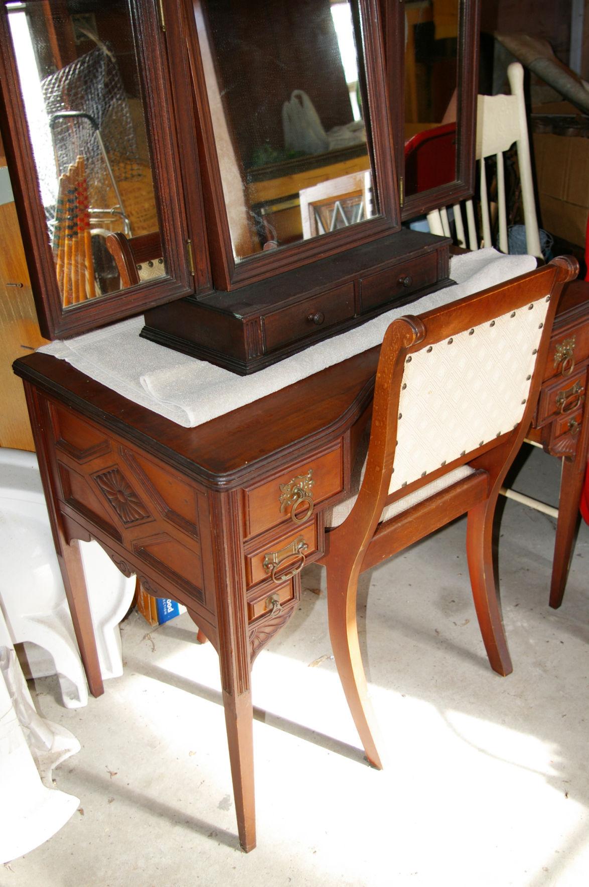 Antique furniture definition antique furniture for Furniture definition