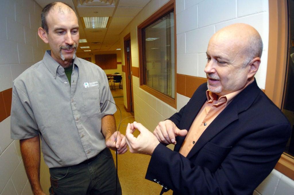 Schuppner and Pocan talk fiber optic (copy)
