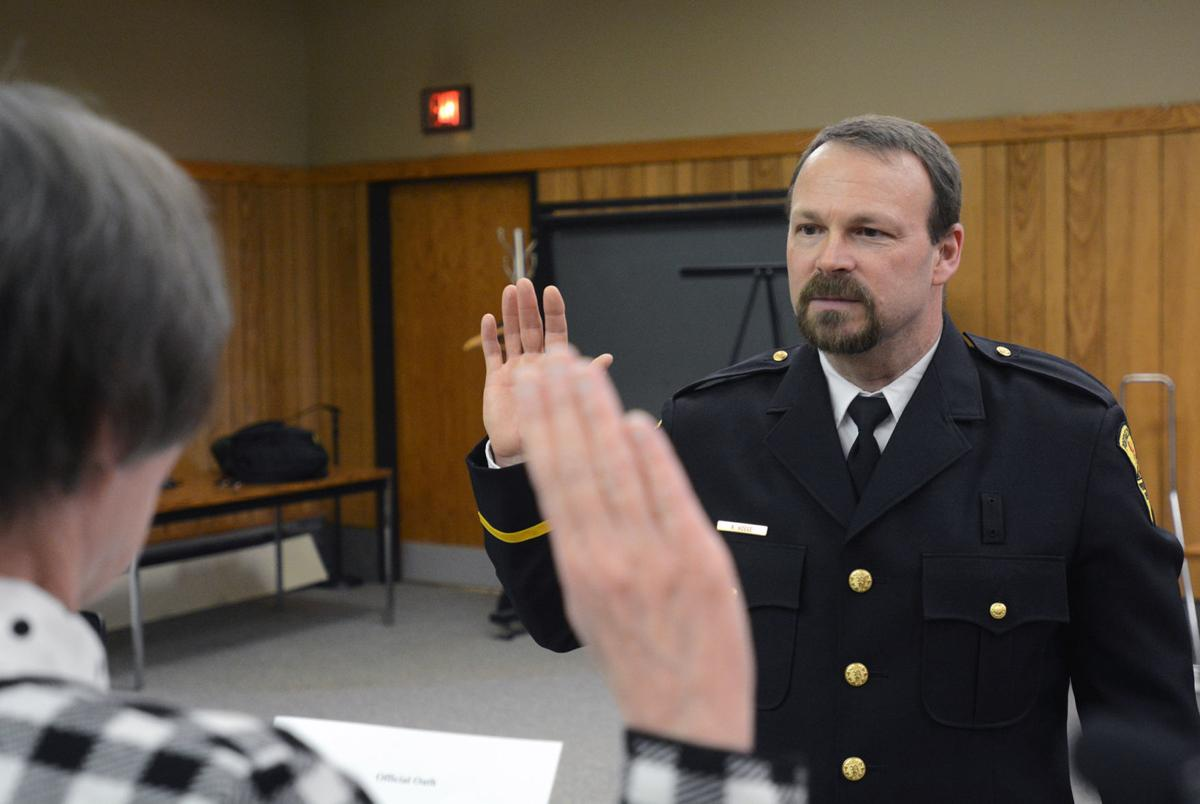 Rich Hoege takes the oath