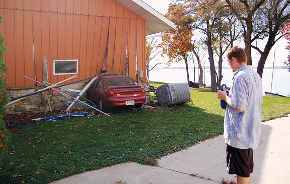 Driver swerves to avoid squirrel hits house regional for Garage ford metz borny