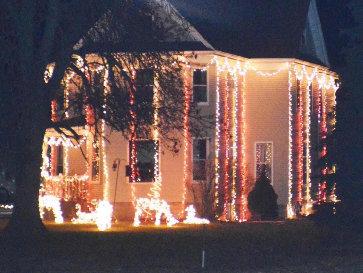 122317-jrnl-news-holiday-lights-6
