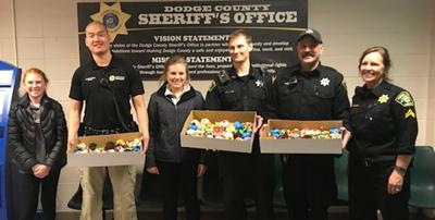 4-H thanks officers for service with cupcakes