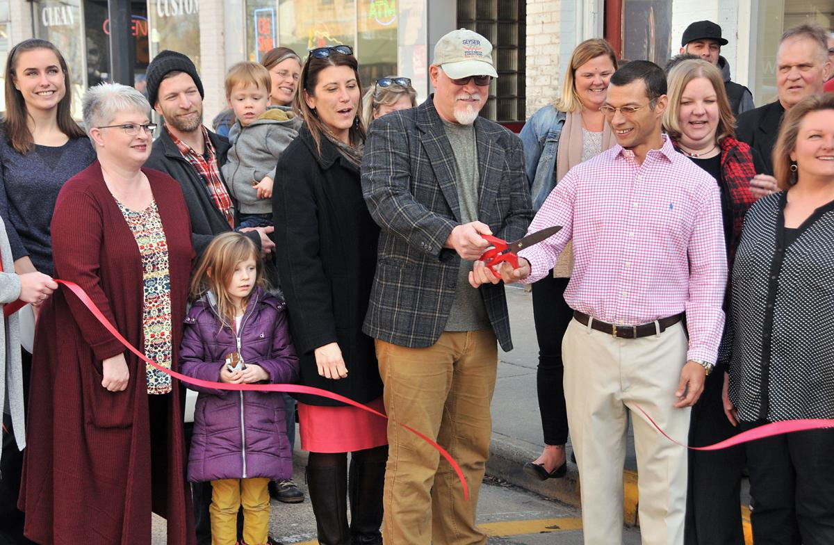 Spirit Lake Roasters ribbon cutting