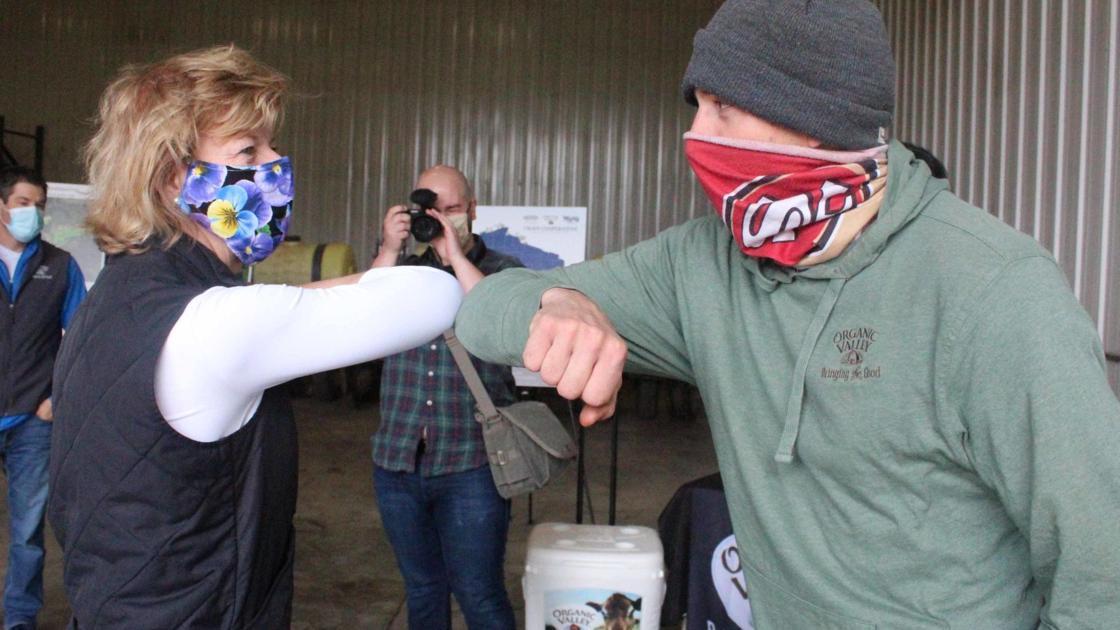 Sen. Tammy Baldwin touts addressing climate change in visit to Reedsburg organic dairy farm - WiscNews
