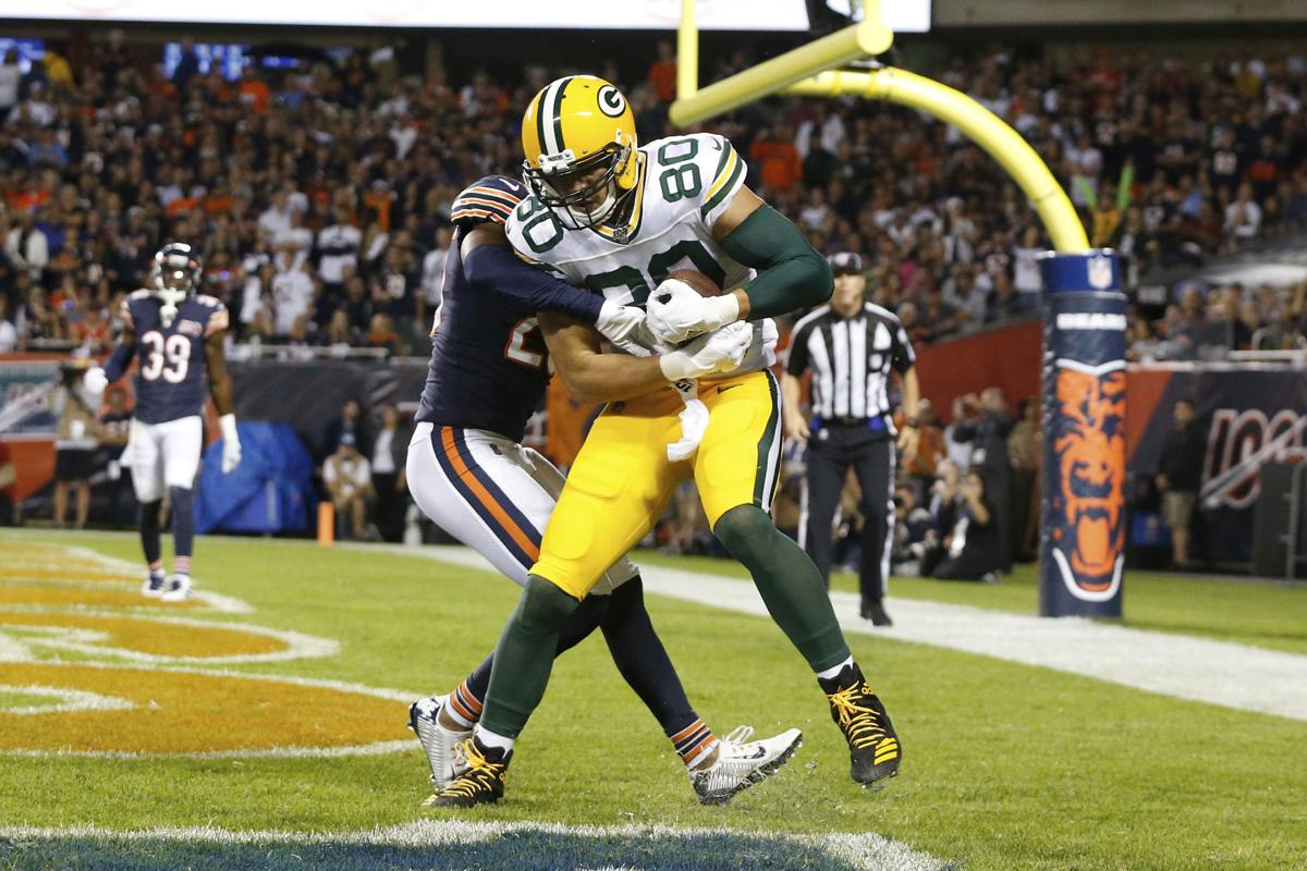 Jimmy Graham catches TD against Bears, AP photo
