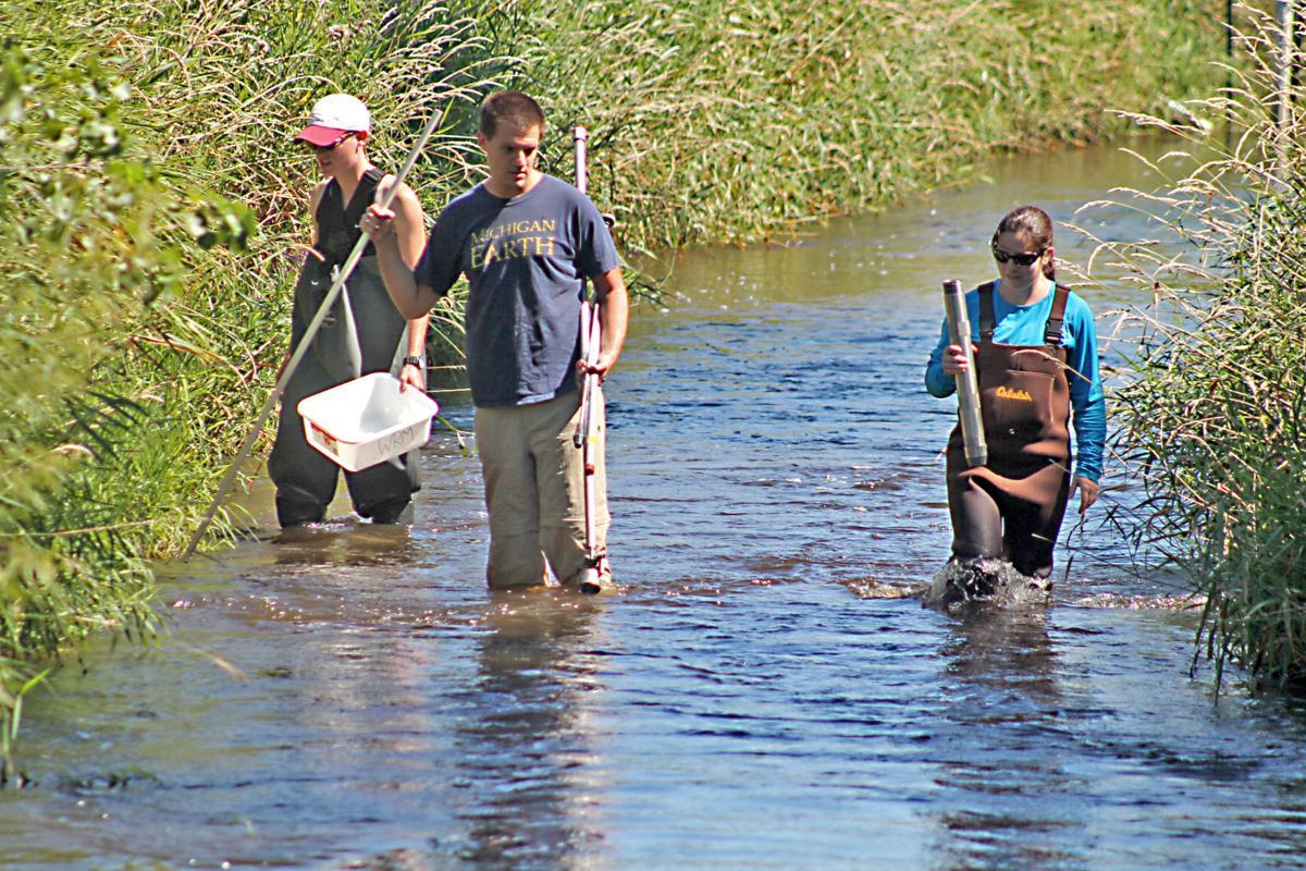 Students dip into Beaver Dam Lake problems | Regional news