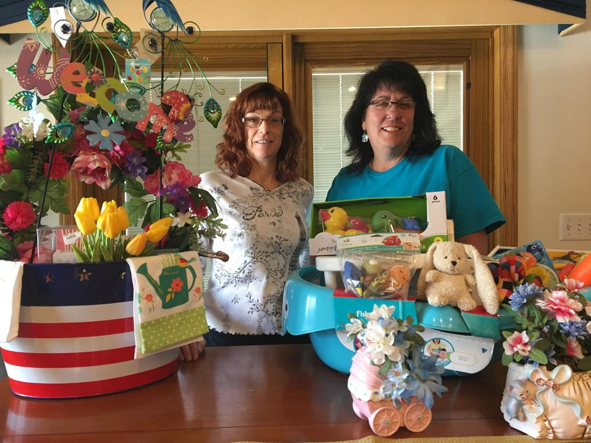 Gift baskets auction set