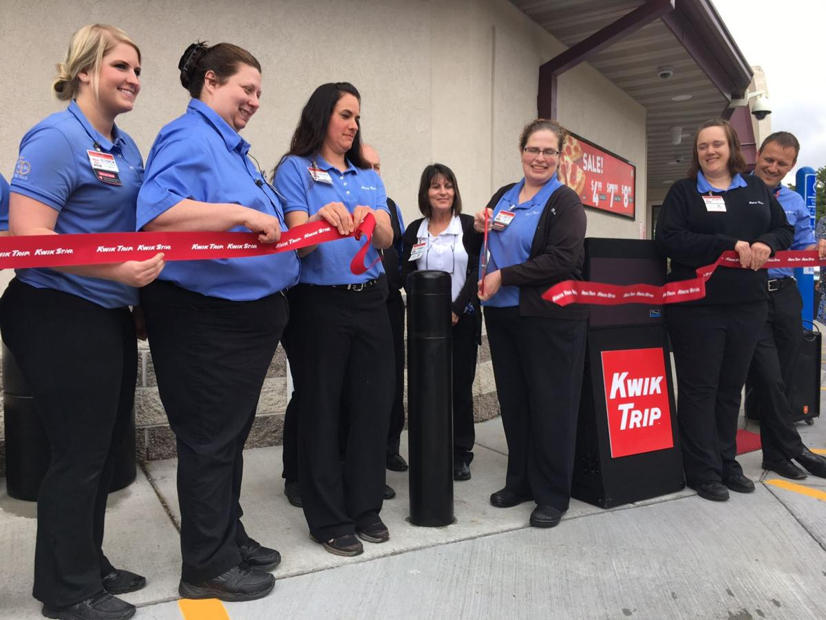 GALLERY: Lake Delton Kwik Trip holds ribbon cutting