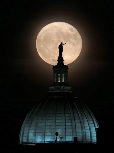 'Supermoon' rises above Capitol -- Photo 4 (copy)