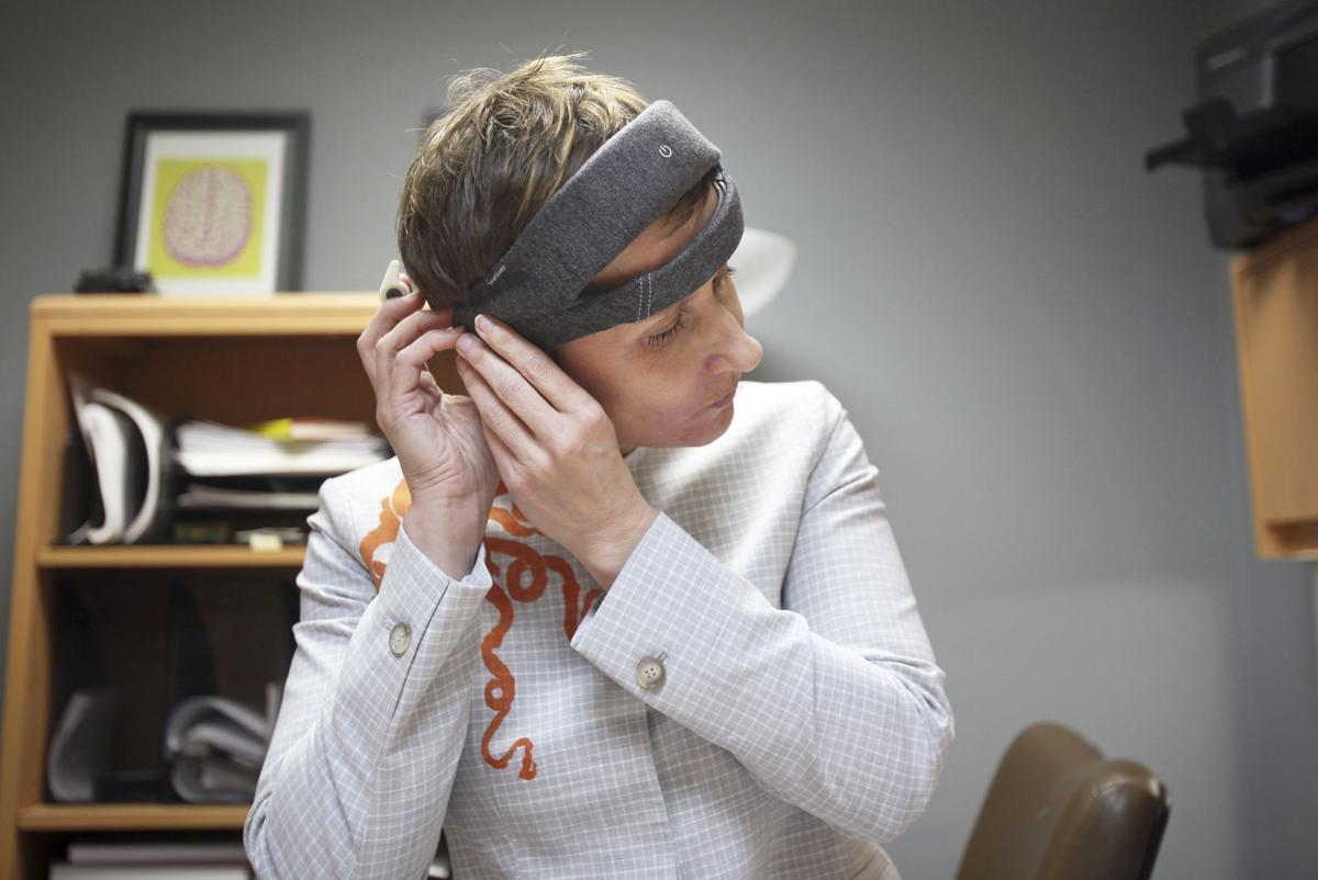 Stephanie Jones puts on headband