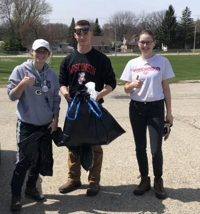 Honor students clean up Beaver Dam