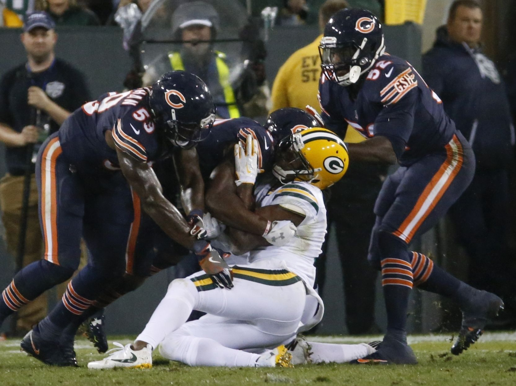 Davante Adams evaluated for head, neck injuries after helmet-to-helmet hit