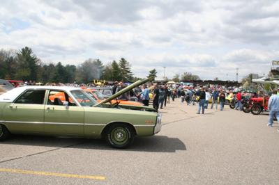 Spectators turn out for auto show (copy)