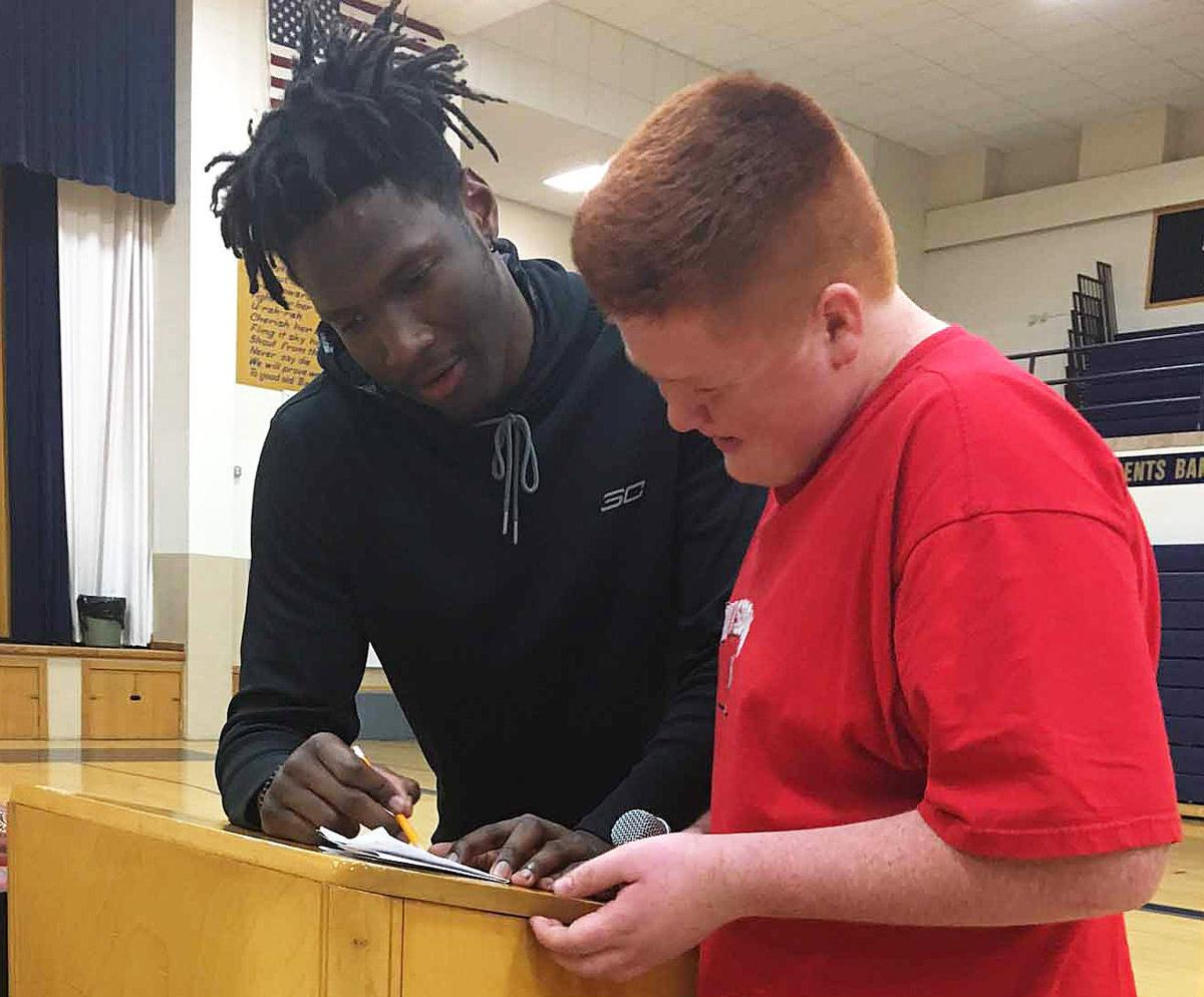 Hayes visits with Baraboo teens