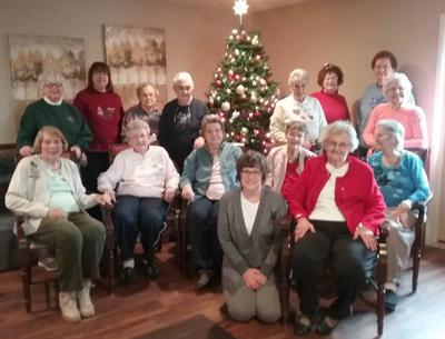 Civic League decorates tree at Heritage House