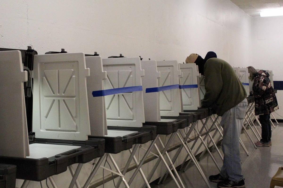 Reedsburg polls six feet apart (copy)