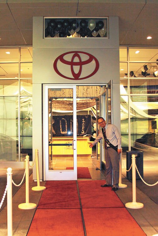 Hatch Toyota Hosts Show Low High Schoolu0027s Prom