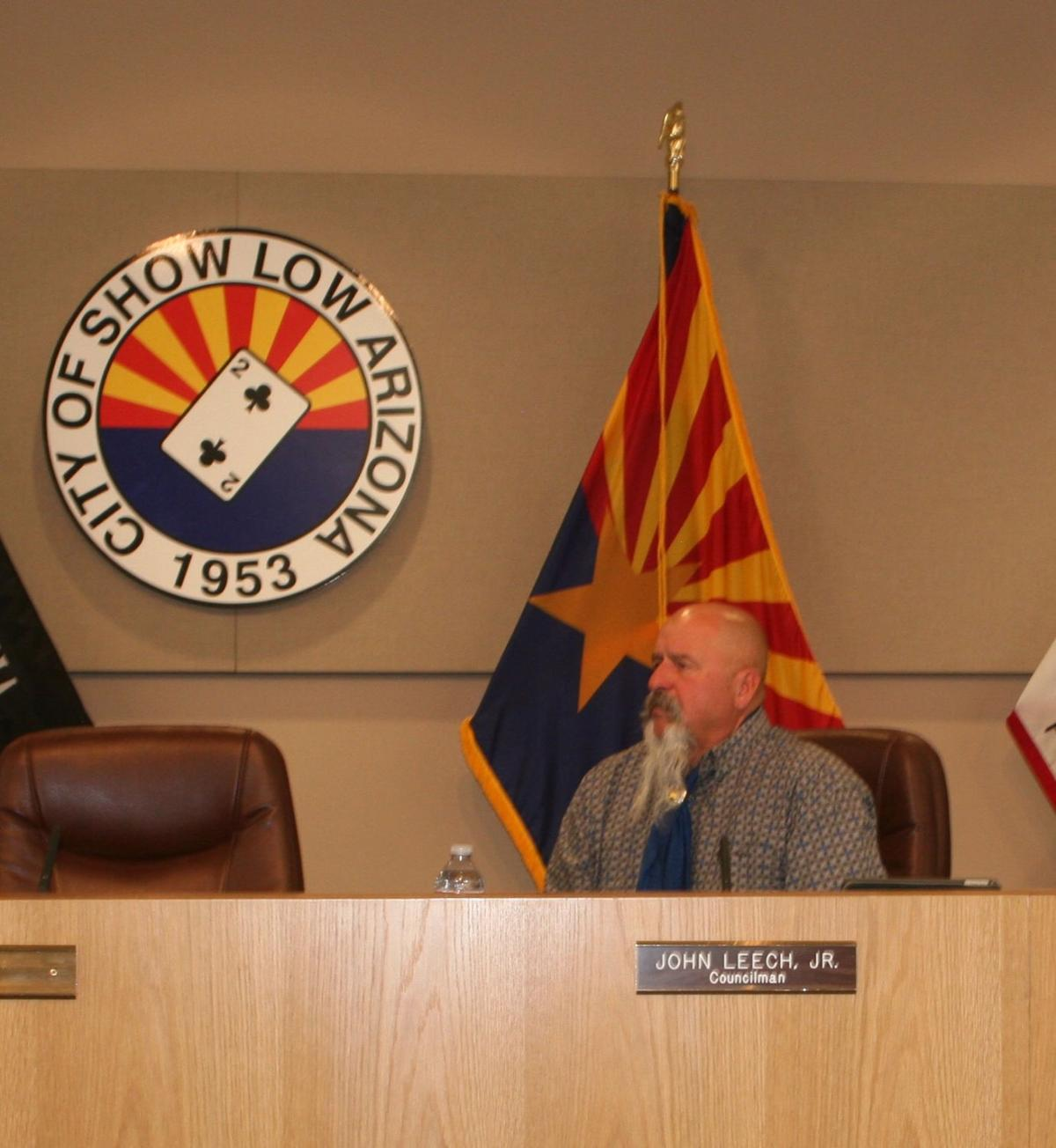 Show Low city council meeting