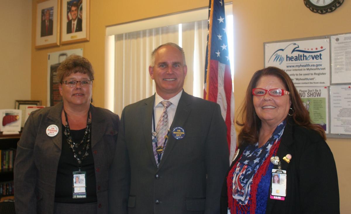 Phx Asst Director visits SL Veteran's office