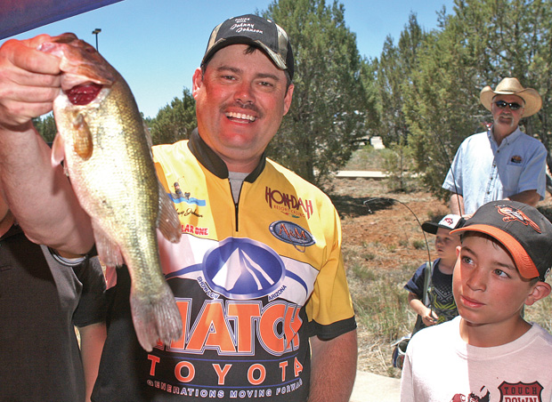 Learn secrets tips at johnny johnson fishing clinic for Johnny johnson fishing