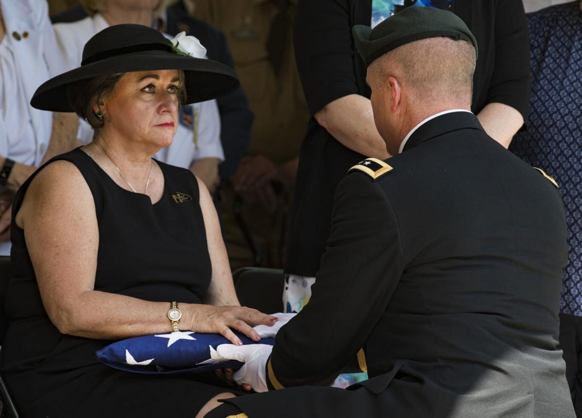General Hoyer presents flag