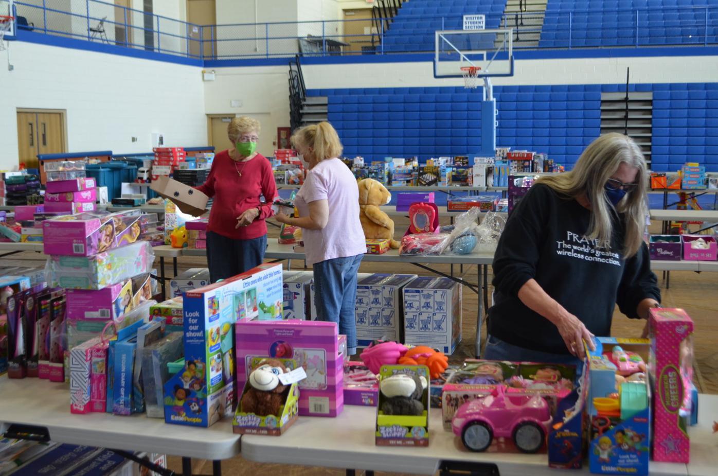 Organizing Christmas Toy Shop