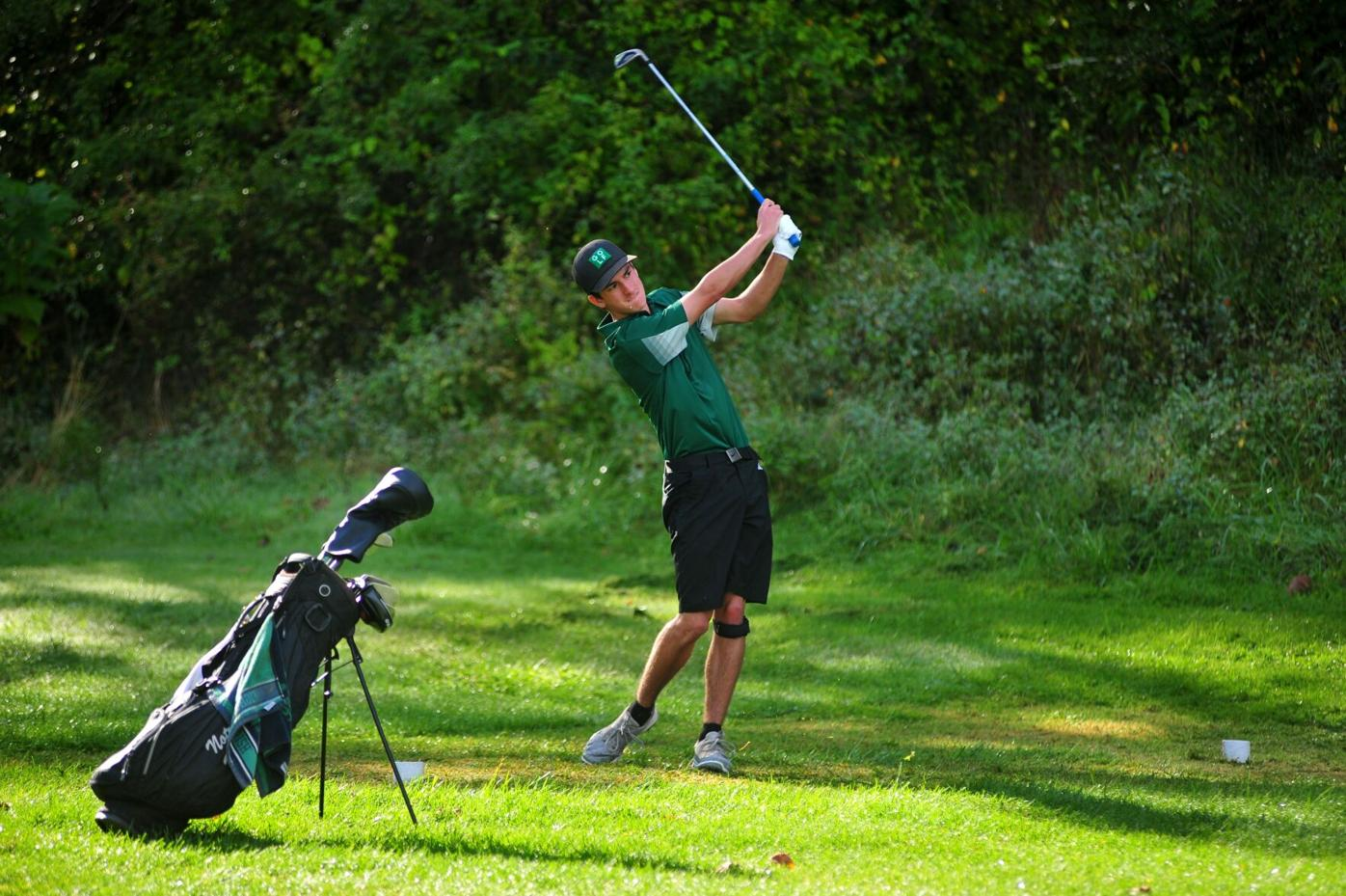 nd anthony rogers tees off at 10.JPG