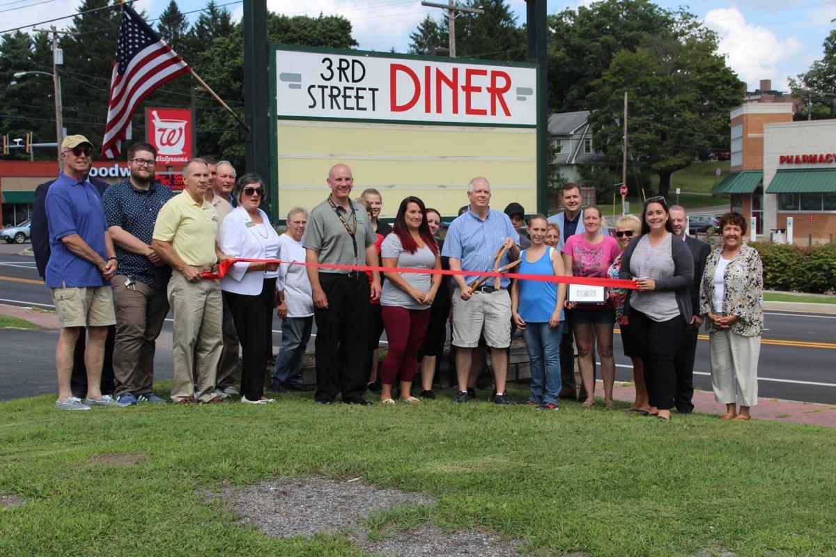 3rd Street Diner ribbon cutting