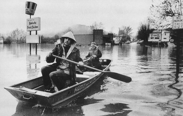Philippi residents in boat