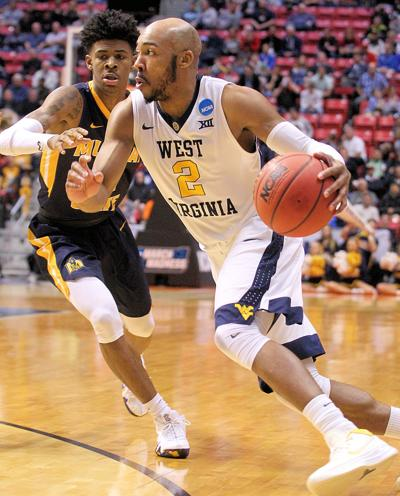 b84bdeba0 Put it on the deck. Jevon Carter signed a multi-year ...