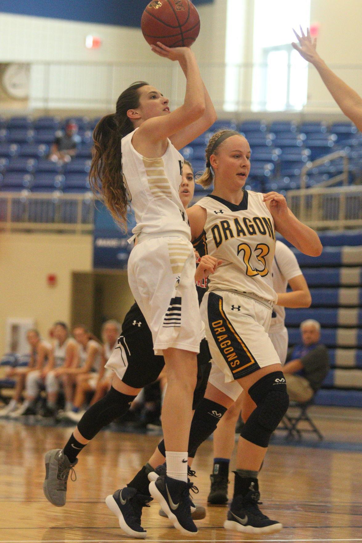 Lindsey makes her shot