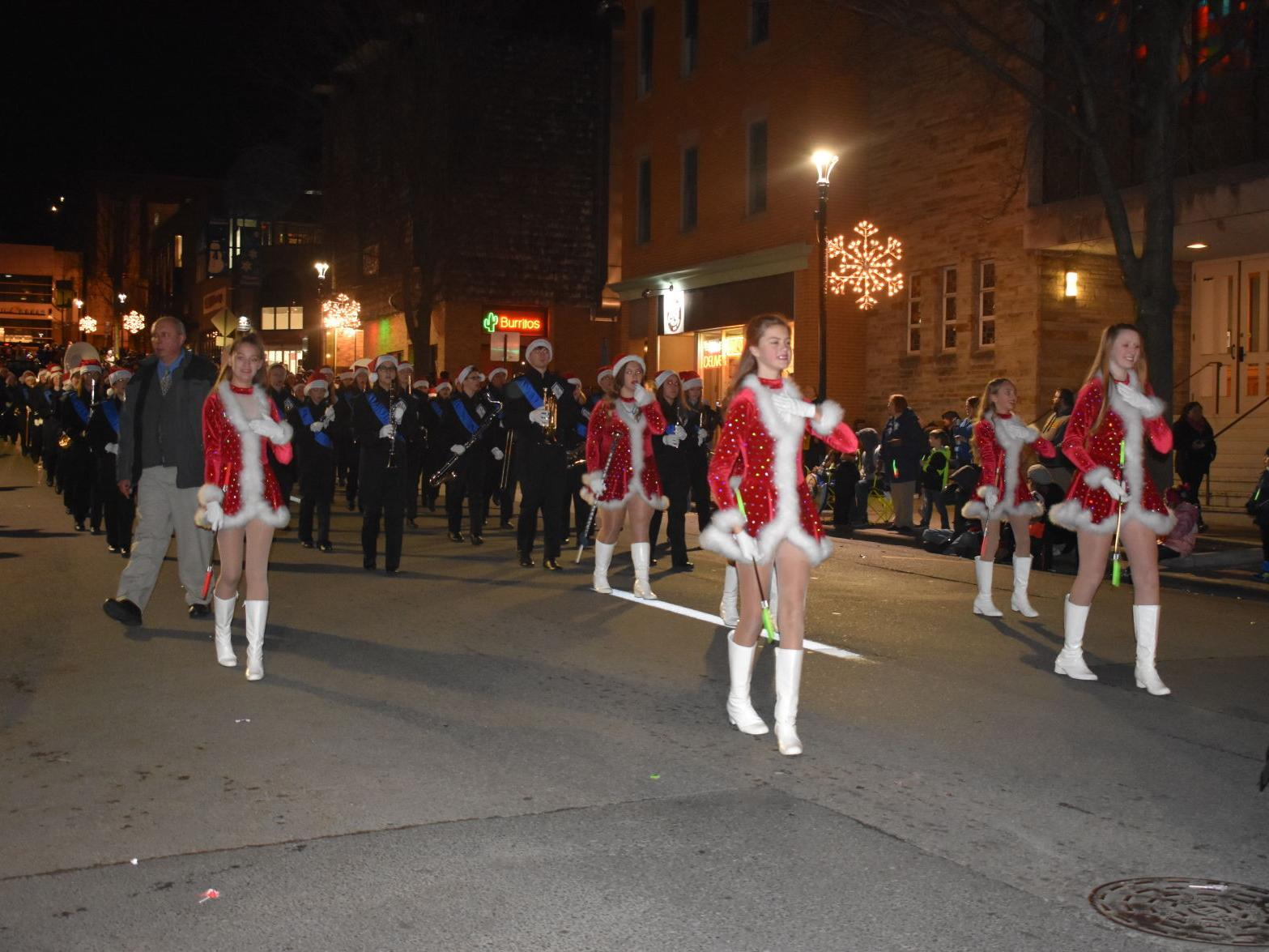 Wheeling Christmas Parade 2021 Morgantown West Virginia Christmas Parade Canceled Due To Pandemic Concerns Video Featuring Footage Of Past Events Santa To Premiere Online As Holiday Nears Wv News Wvnews Com