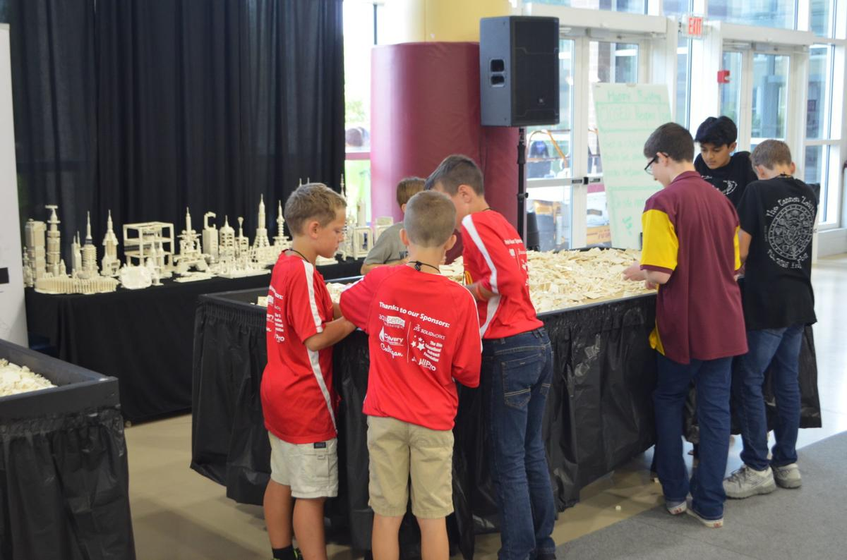FIRST LEGO League: building
