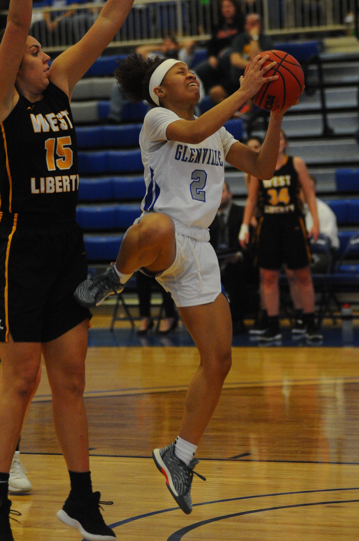 GSC Zakiyah Winfield lays in two for the LAdy Pioneers