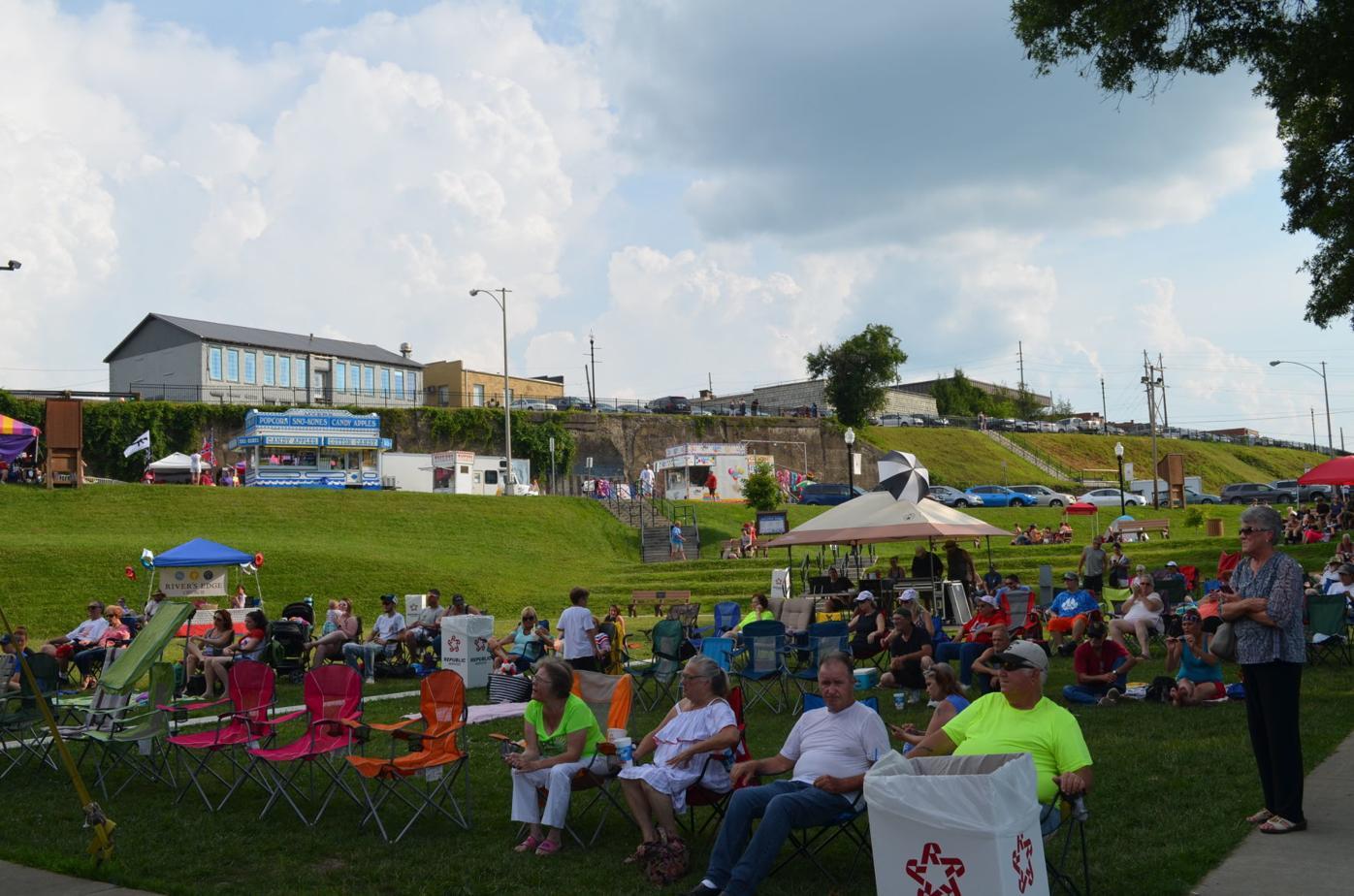 Palatine Park - July 4 crowd